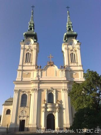 Fotka Kostela Panny Marie Královny.