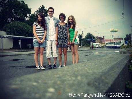 Fotka, na které jsou Marcii, partyandilek, bobi, kloba (zleva doprava).