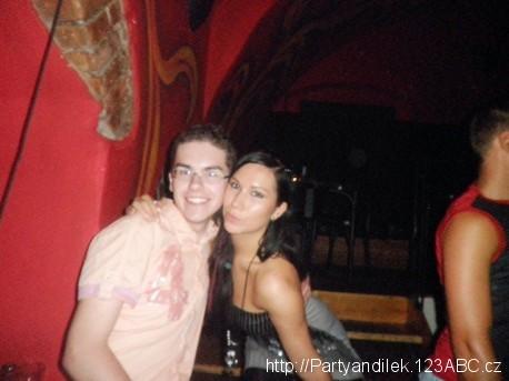 Fotka z párty Óčka v Krnově v Zámečku, se Sandrou.