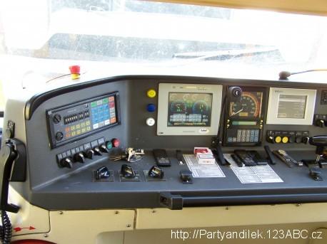 Fotka z kabiny strojvedoucího vlaku Regionova.