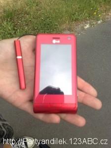 Foto Vlastičky mobilu. Krátkého, ale širokého.